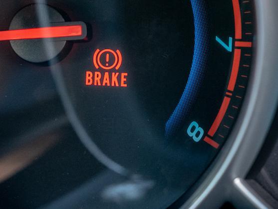 Nawet dzisiaj zdarzają się samochody, które nie posiadają czujników zużycia i stan klocków należy sprawdzać organoleptycznie